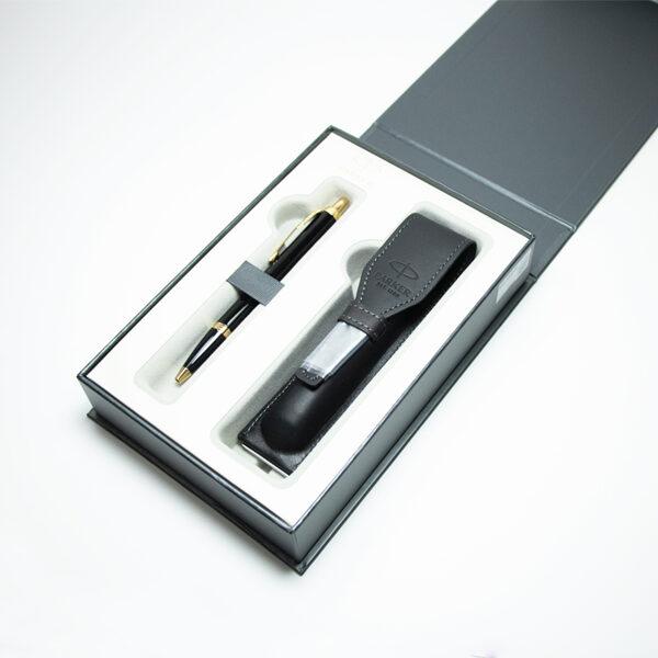 Pildspalva PARKER IM ar maciņu dāvanu kastē